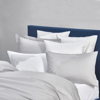Christian Fischbacher Aurelie 305 gris, linge de lit Luxury Nights